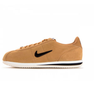 Zapatilla Nike Basic SE Elemental Gold Black Sail